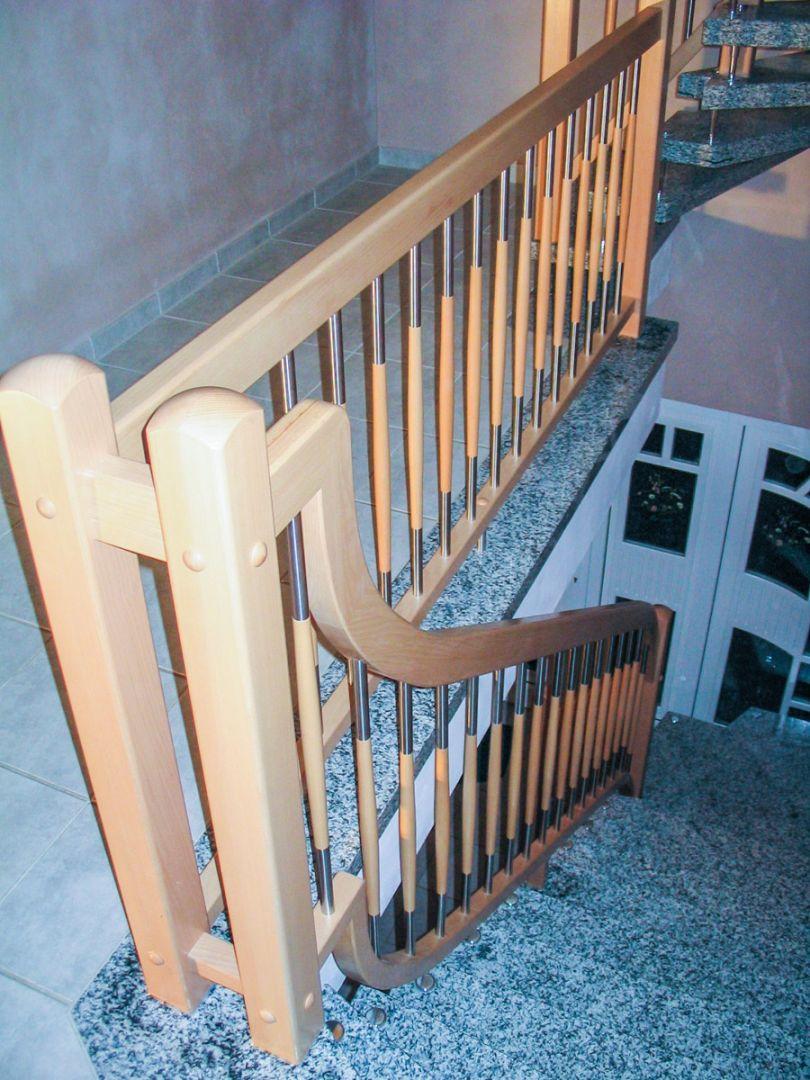 Malerisch Treppengeländer Verschönern Beste Wahl Treppengeländer Stäbe Holz-edelstahl-kombination Mit Geschwungenem Reckteck-handlauf