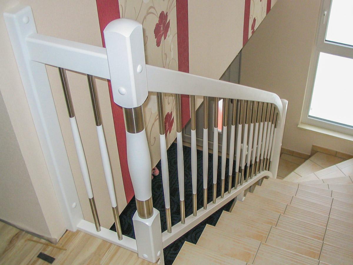 Fesselnde Treppengeländer Verschönern Referenz Von Weißes Treppengeländer, Holz-edelstahl-kombination, Standard-pfosten 90° Mit Gerundeten